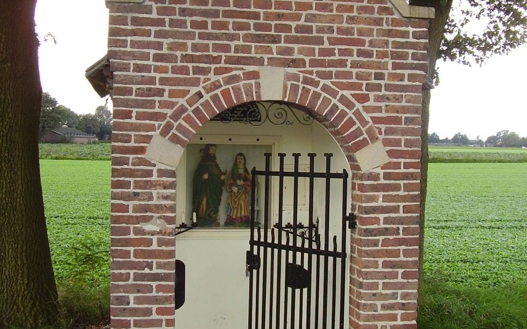28 HH.-Antoniusabt- en Barbarakapel, Veulenseweg, Leunen