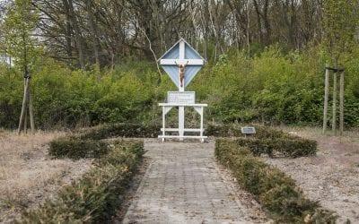 steeds minder oorspronkelijke kruisbeelden langs wegen